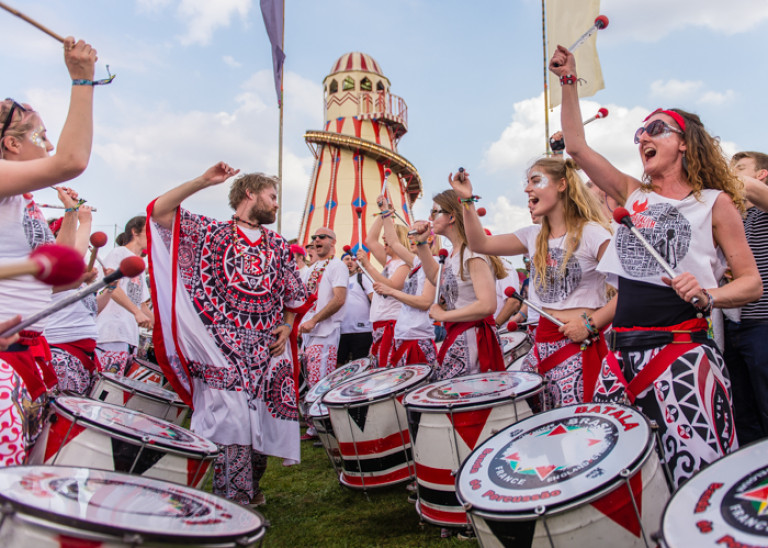 Pompey Batala entertaining the crowd – Common People 2016