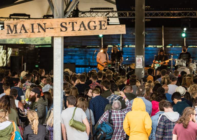 The Main Stage – Barn on the Farm 2016