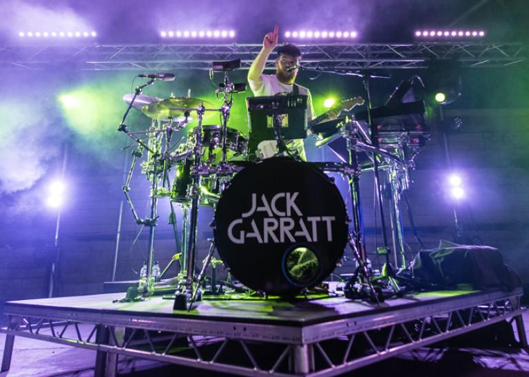 Jack Garratt – Barn on the Farm 2016